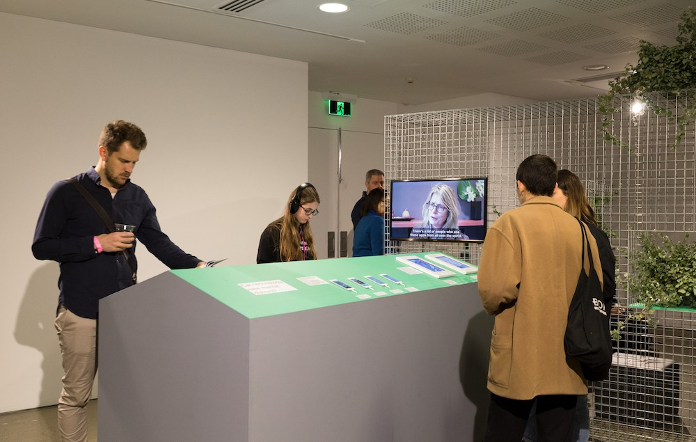 Contextulaizing apps and digital materials. Photo Silversalt